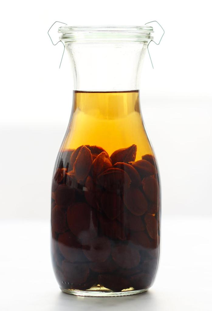 Amaretto liqueur recipe with apricot pits