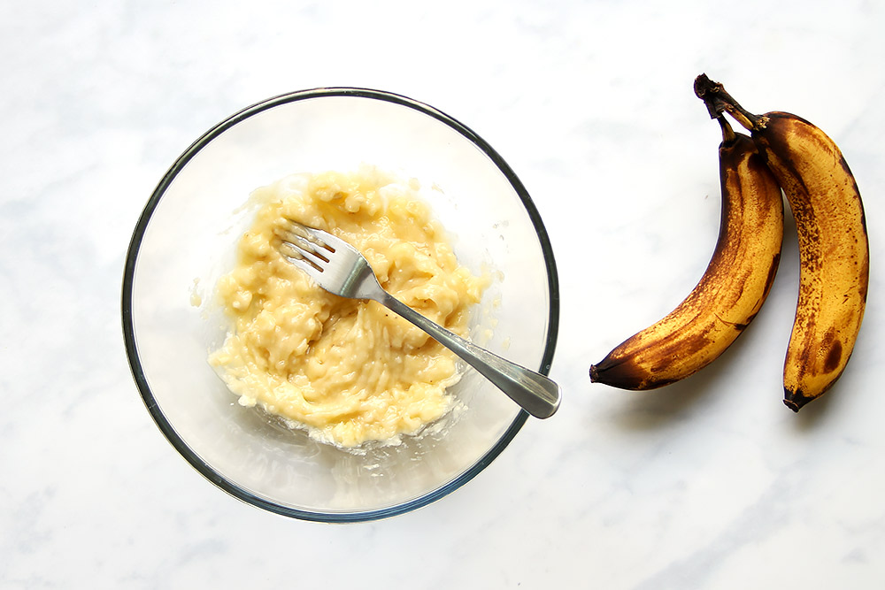 Mashed bananas in bowl