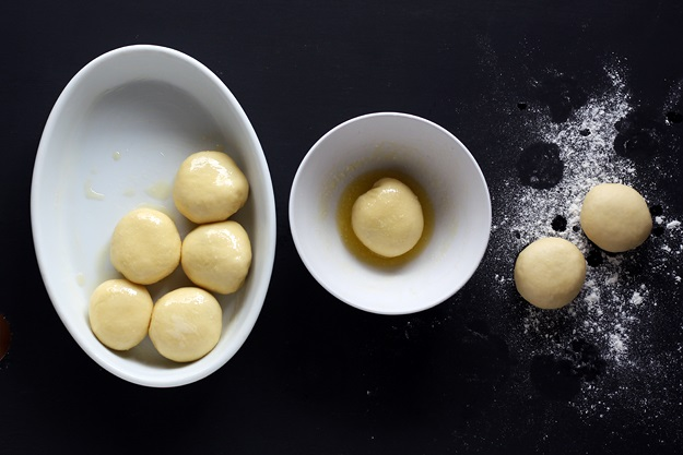 Buchteln baking