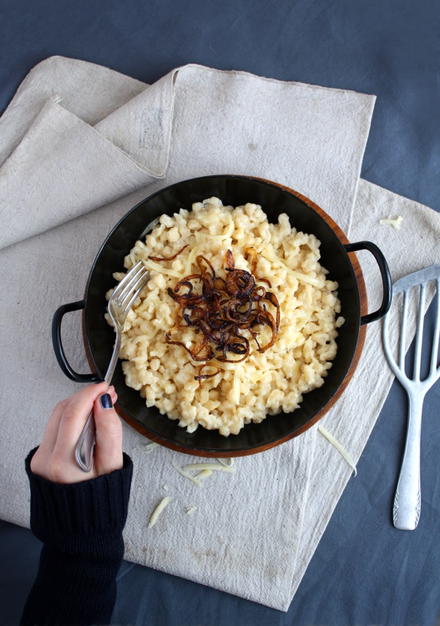 Cheese Spaetzle with caramelized onions (Käsespätzle)