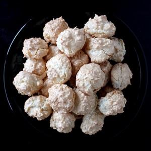 Coconut Macroons (Kokosbusserl)