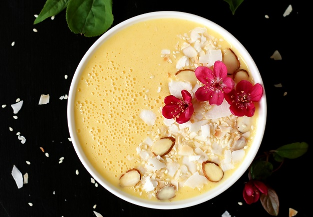 Creamy Mango Pineapple Smoothie Bowl Recipe