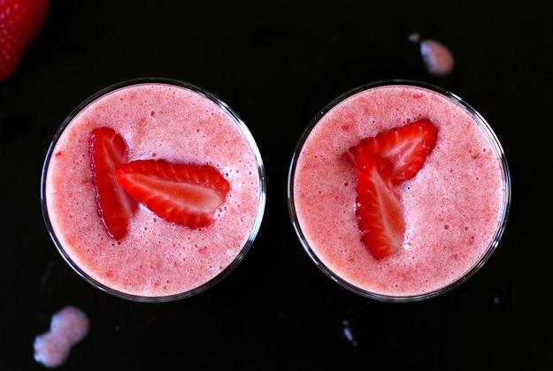 Easy Strawberry Banana Smoothie Recipe