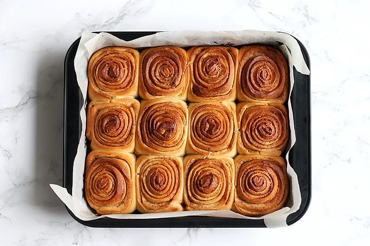 Easy overnight cinnamon rolls recipe