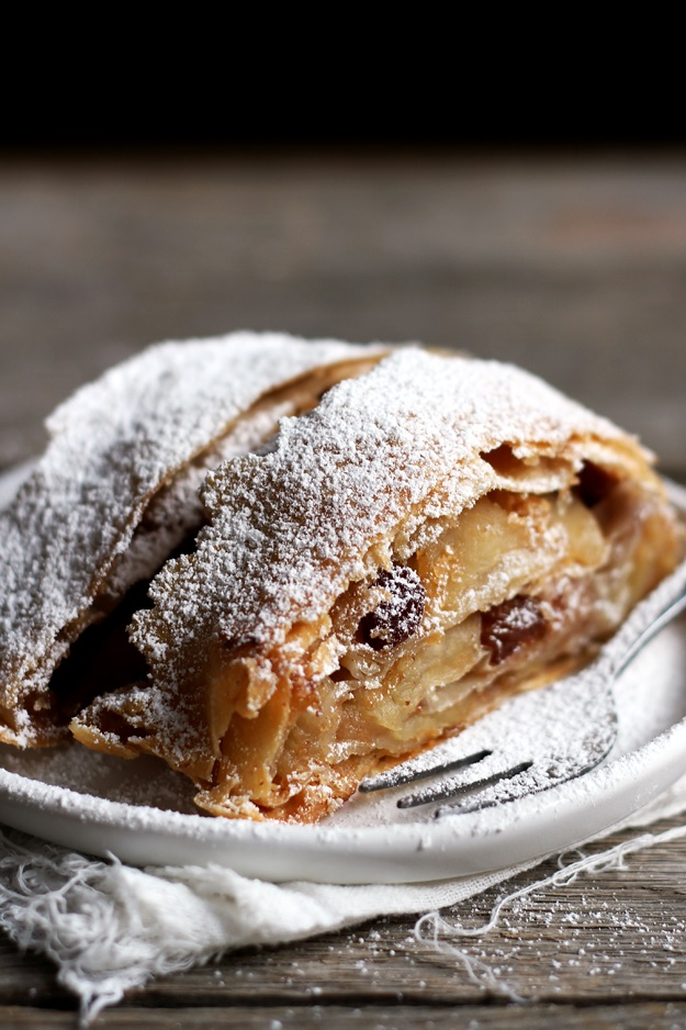Homemade Viennese Apple Strudel Recipe