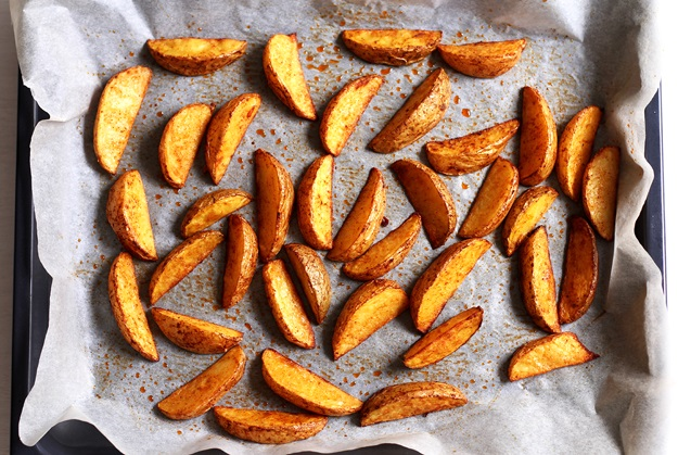 How to get crispy potato wedges in the oven