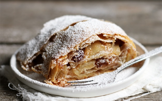 How to make homemade apple strudel