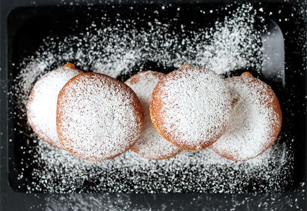 Krapfen dusted with confectioners' sugar