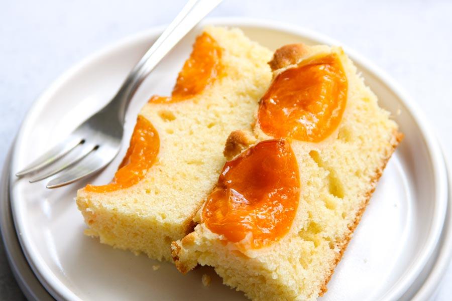 Light apricot sheet cake recipe