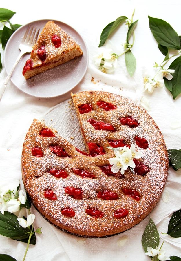 Linzer Torte with Strawberries Easy Recipe