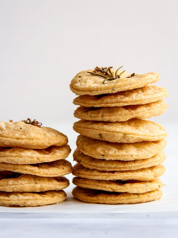 Puffy savory herb crackers recipe