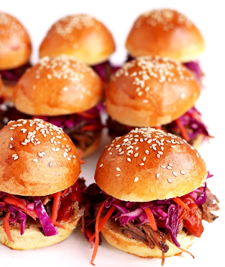 Pulled Pork Sliders with BBQ sauce and red cabbage slaw recipe
