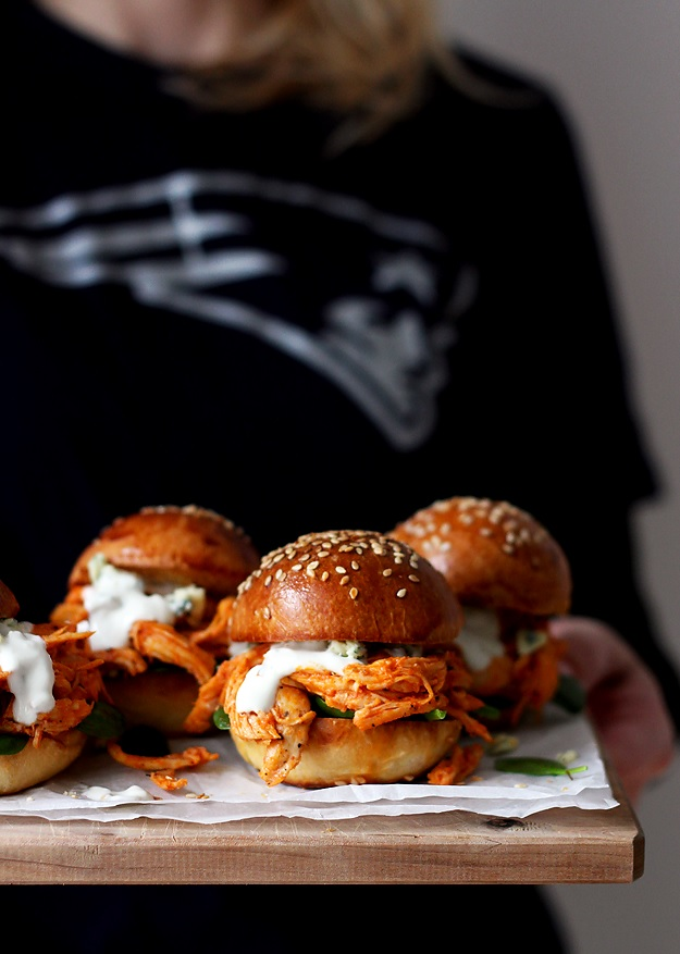 Quick Shredded Buffalo Chicken Sliders