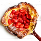 Recipe for a super fluffy Dutch Baby with Strawberries
