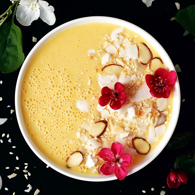 Mango Pineapple Smoothie Bowl