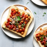 Recipe quick chickpeas with tomatoes on toast
