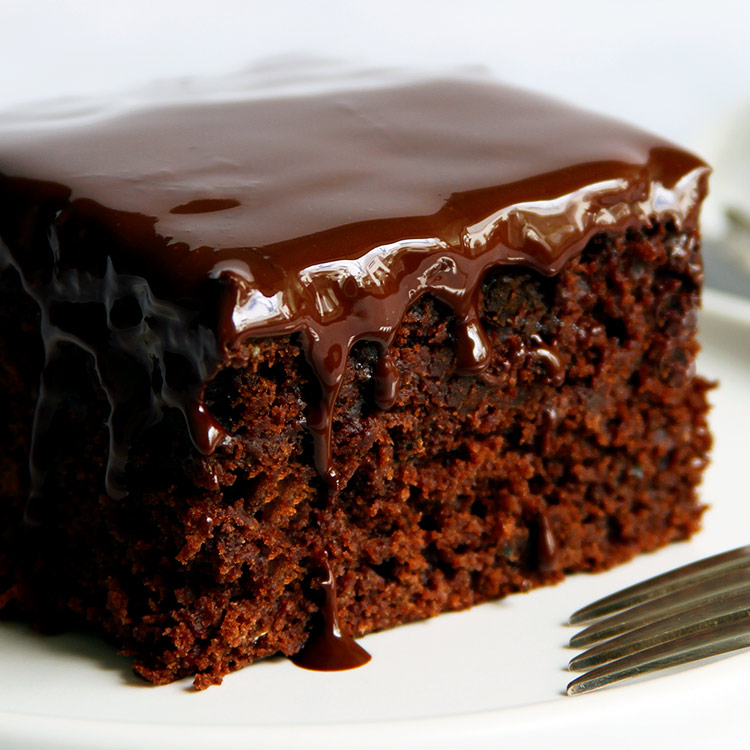 Quick and moist chocolate zucchini cake