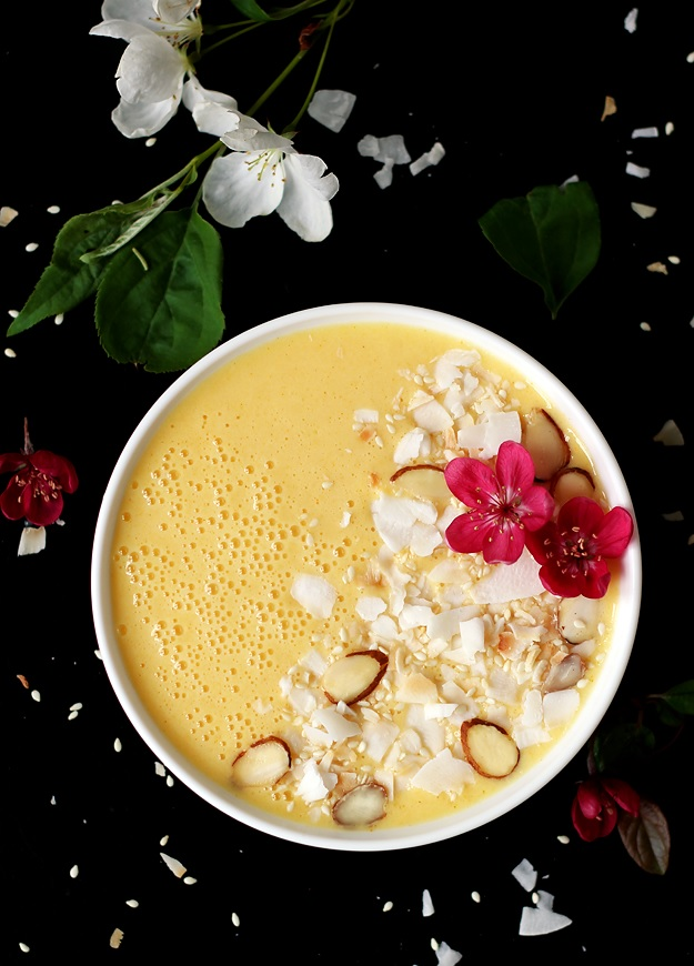 Refreshing Mango Pineapple Smoothie Bowl