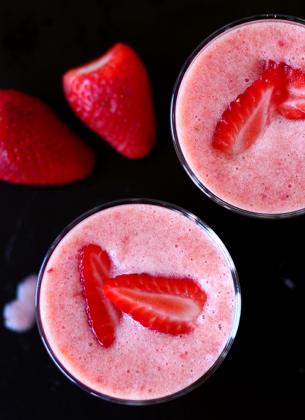 Simple vegan Strawberry Banana Smoothie Recipe