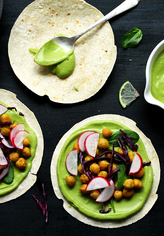 Tacos with green salsa and chickpeas recipe