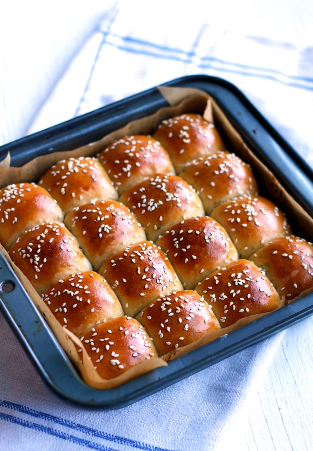 Thanksgiving Dinner Rolls with Brown Butter