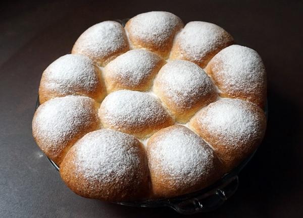 Light yeast buns Buchteln recipe from lilvienna.com