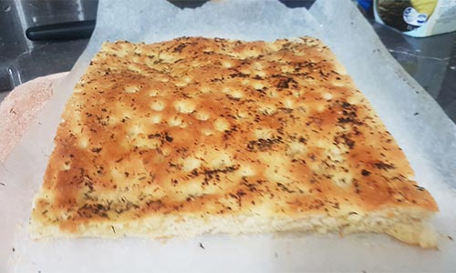 Easy light focaccia following a recipe by www.lilvienna.com